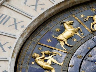 un ancien zodiaqye bleu et or Astrologie-Atlaneastro
