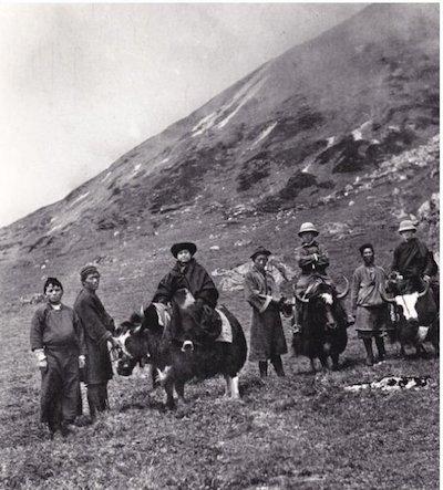 Alexandra-David-Néel à cheval avec sa caravane dans les Hymalayas Part.3-Atlaneastro