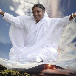 Amma-La-mere-divine-amour-famille -Maitre-indien-de-la-compassion-Atlaneastro