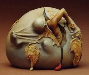 Marie-Lise-Labonté-guérison sculpture un être sort d'oeuf -Atlanastro