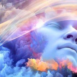 Le-rêve-lucide-visage d'homme endormi fond bleu-Atlaneastro