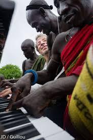 des africains au piano de Marc Vela-Atlaneastro