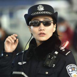 la reconnaissance faciale lunettes des policiers-Atlaneastro