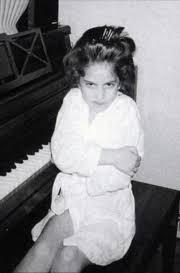 Lady Gaga enfant au piano album Part.1-Atlaneastro