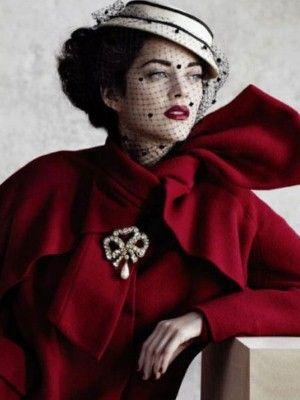 actrice M. Cotillard robe rouge carmin Part.1 Atlaneastro