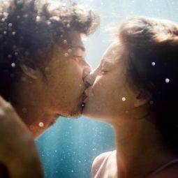 couple s'embrassant sous l'eau amour harmonieux Part.1-Atlaneastro