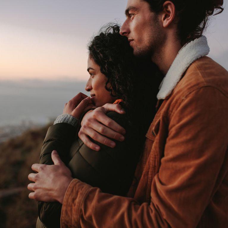 l'homme tient la femme ds ses bras, coeur Part.2-Atlaneastro