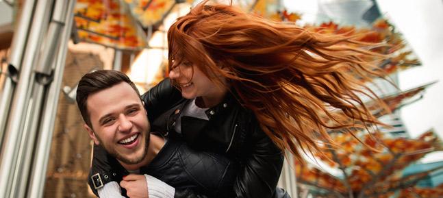 un couple rayonnant elle chevelure rousse au vent harmonieux Part.1-Atlaneastro