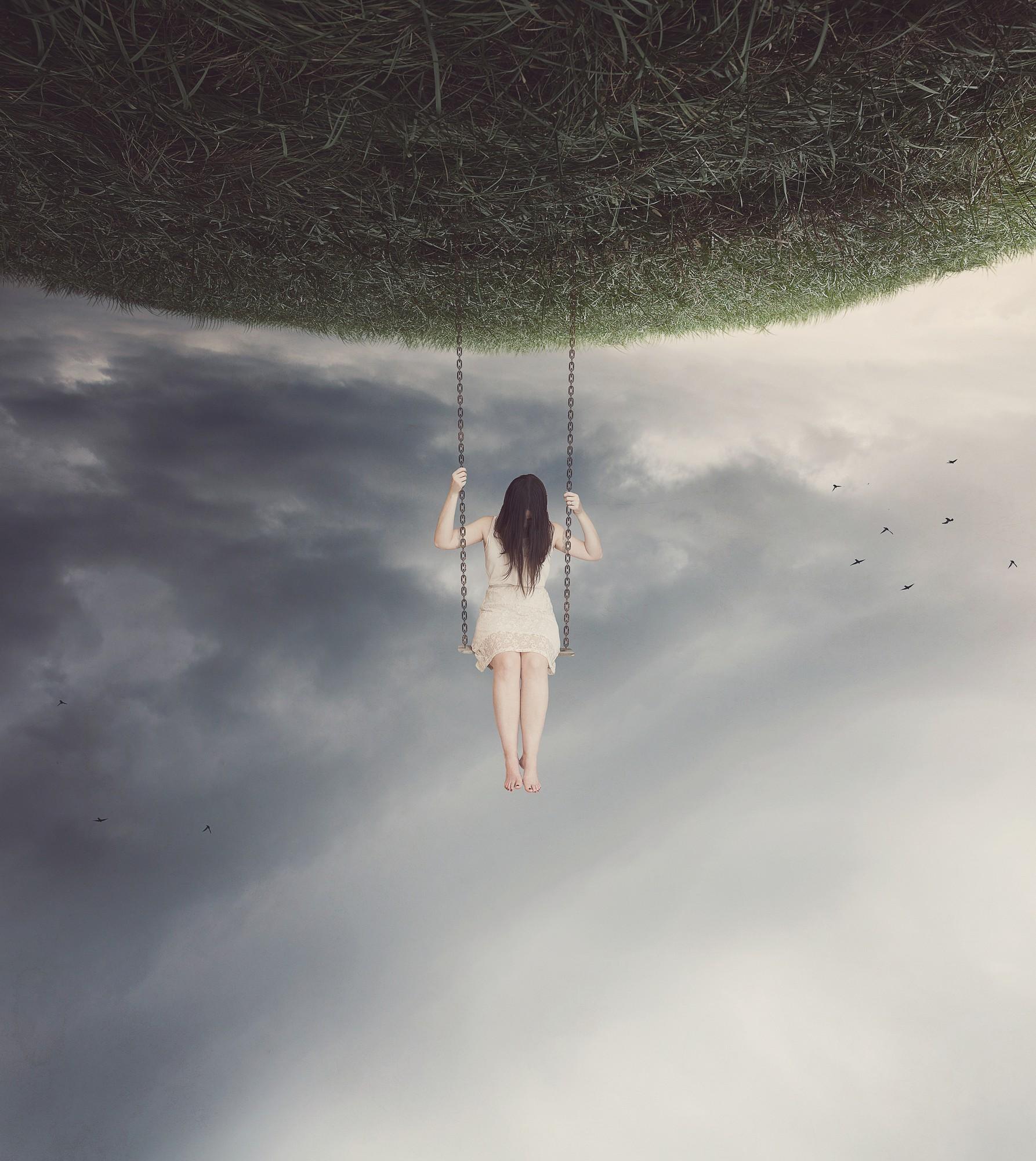 solatalgie une femme fait de la balançoire accroché à la planète Part.1 -Atlaneastro