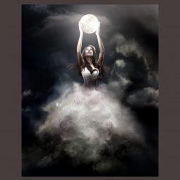 buste femme blanc sortant d'un nuage qui tient la lune dans ses mains, Fanny-Atlaneastro