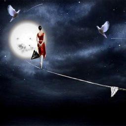 Une femme en rouge sur 1 fil chemine vers la lune Joyeux Noël-Atlaneastro