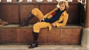 Véronique Sanson vêtements jaune et botte de cuir noires Part.2-Atlaneastro