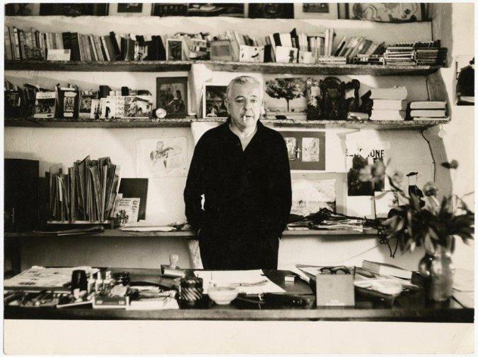 Jacques Prévert dans son bureau photo N et B Part.2-Atlaneastro