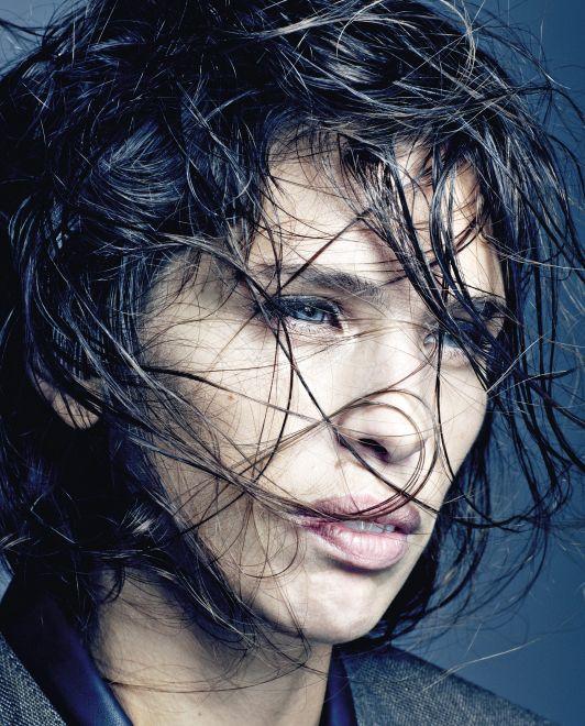 Maïwenn portrait cheveux qui couvrent le visage Part.1-Atlaneastro